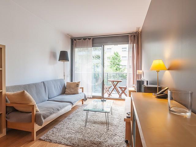 Просторная гостиная квартиры на продажу в Побленоу