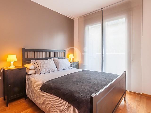 Светлая спальня квартиры на продажу в Побленоу