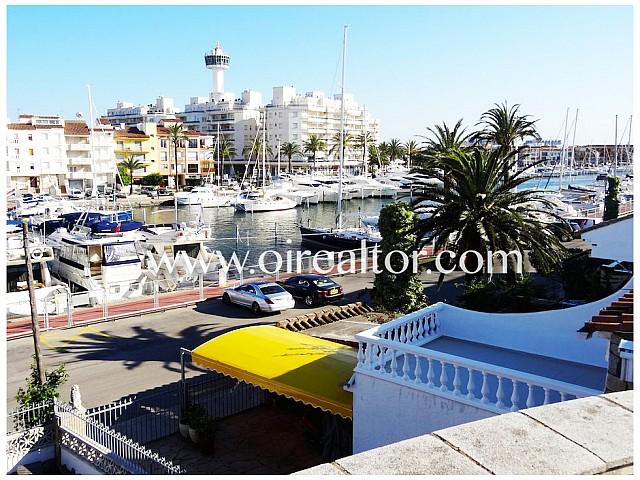 Hermosa casa con amarre de 16x5 y piscina, Port Argonautes