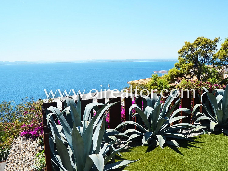 Красивая современная вилла с прекрасным видом на залив Росас