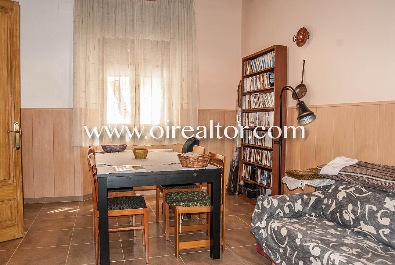 Деревенский дом на продажу всего в трех минутах от пляжа в центре Малграт де Мар