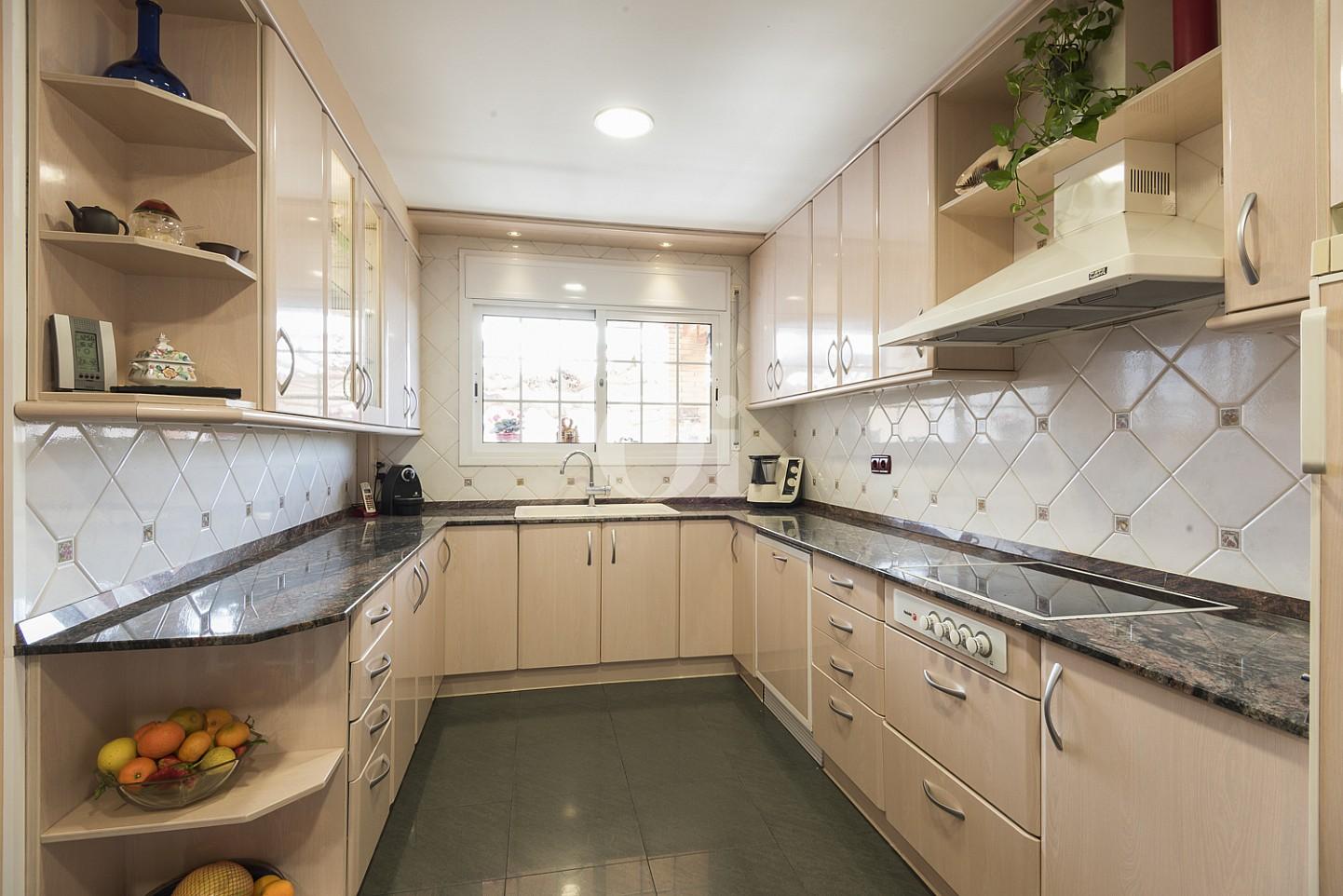 Большая кухня дома на продажу в Премья де Далт
