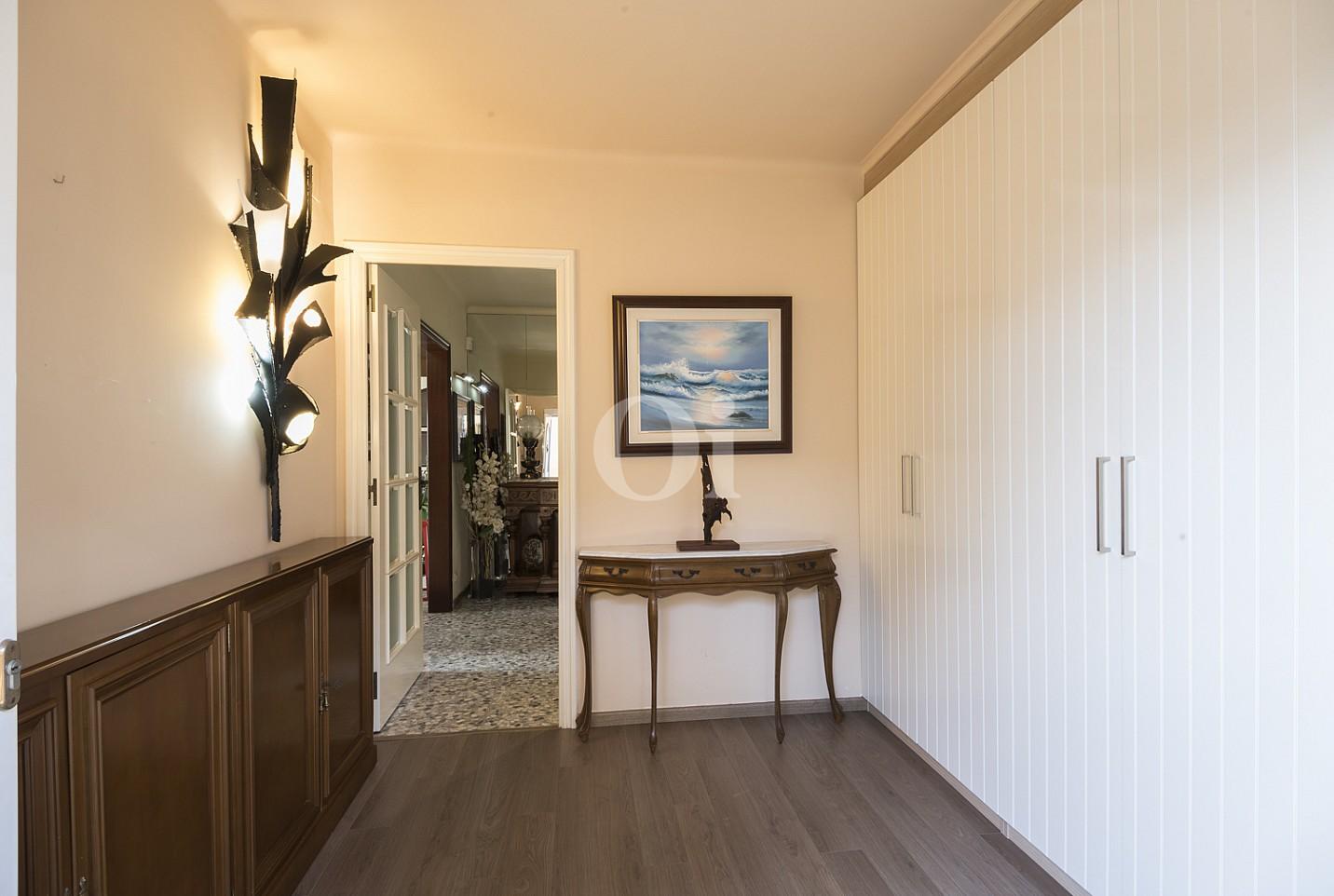 Уютная спальня дома на продажу в Премья де Далт