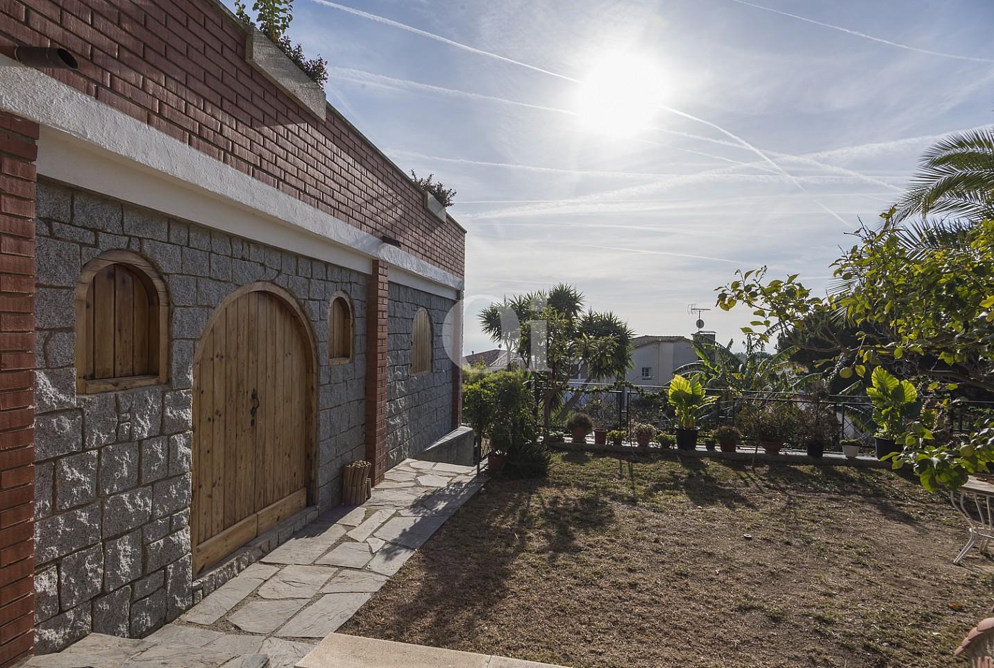 Вид на дома на продажу в Премья де Далт