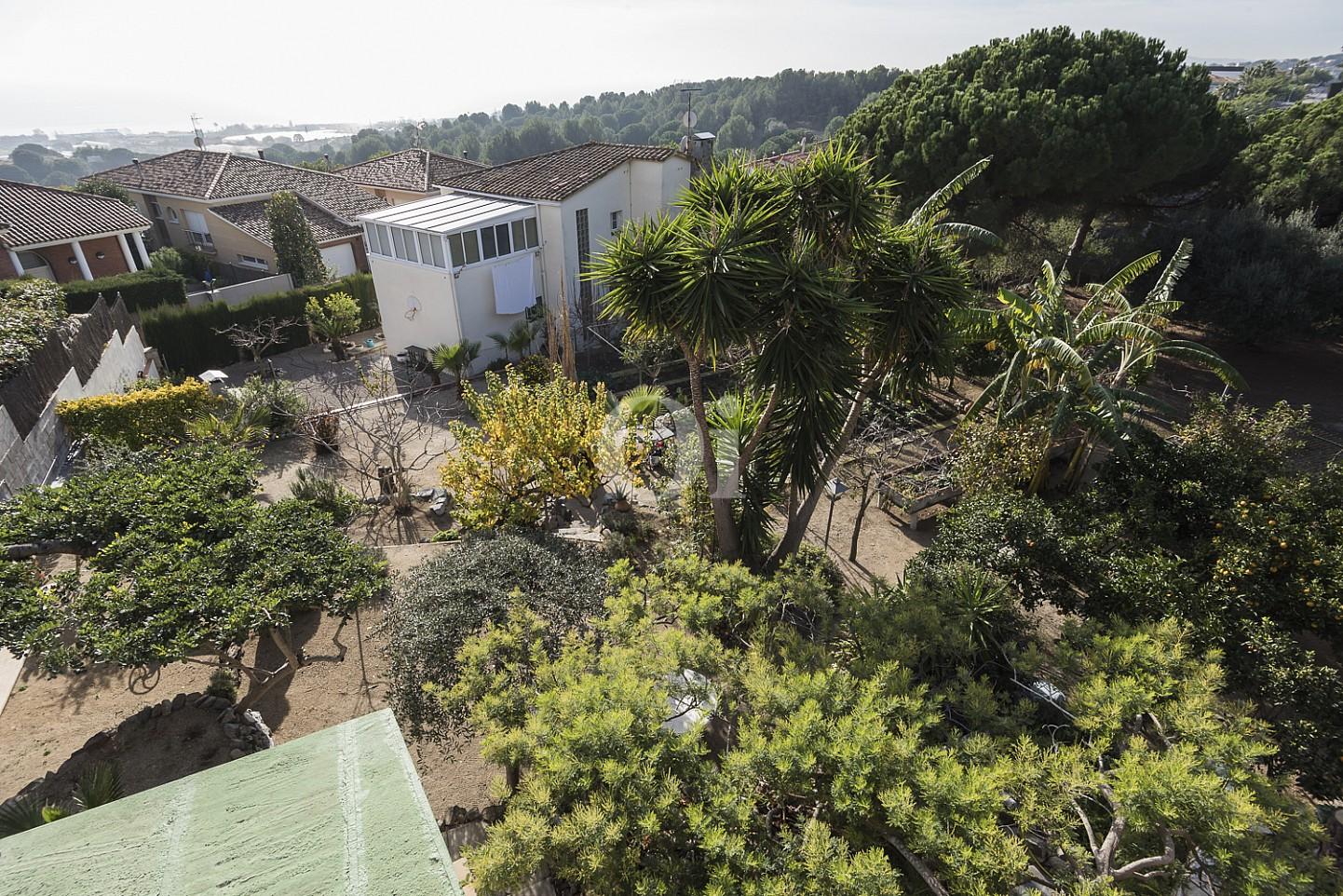 Потрясающий сад дома на продажу в Премья де Далт