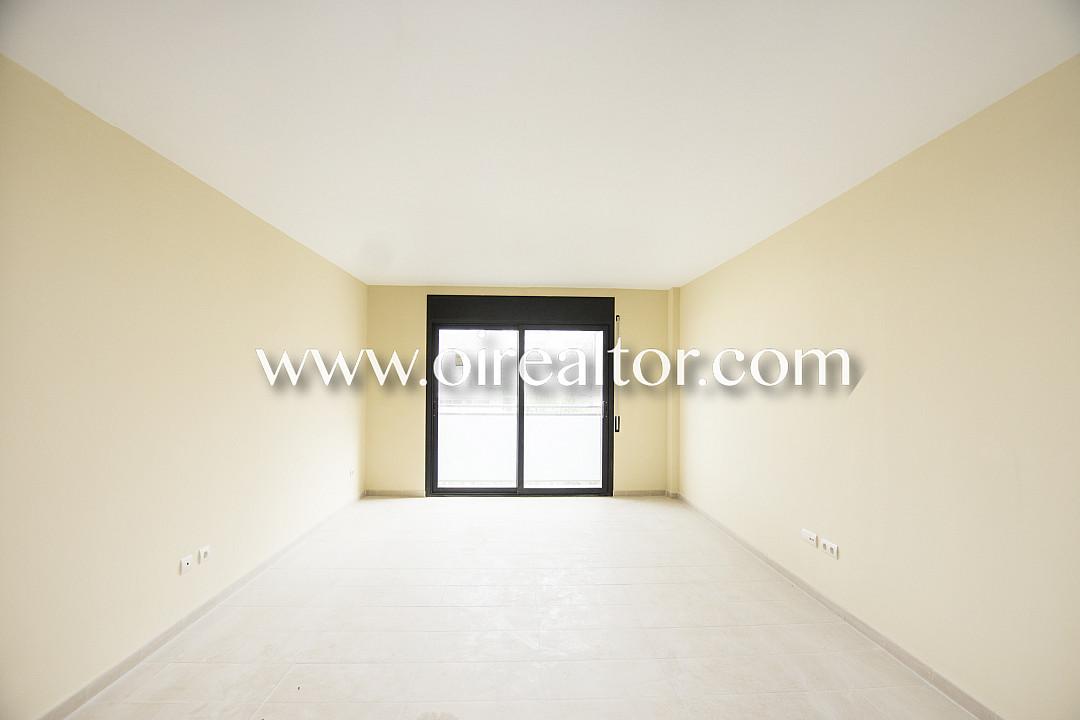 Красивый первый этаж для продажи с внутренним двориком 7м2 нового строительства в Льорет-де-Мар,