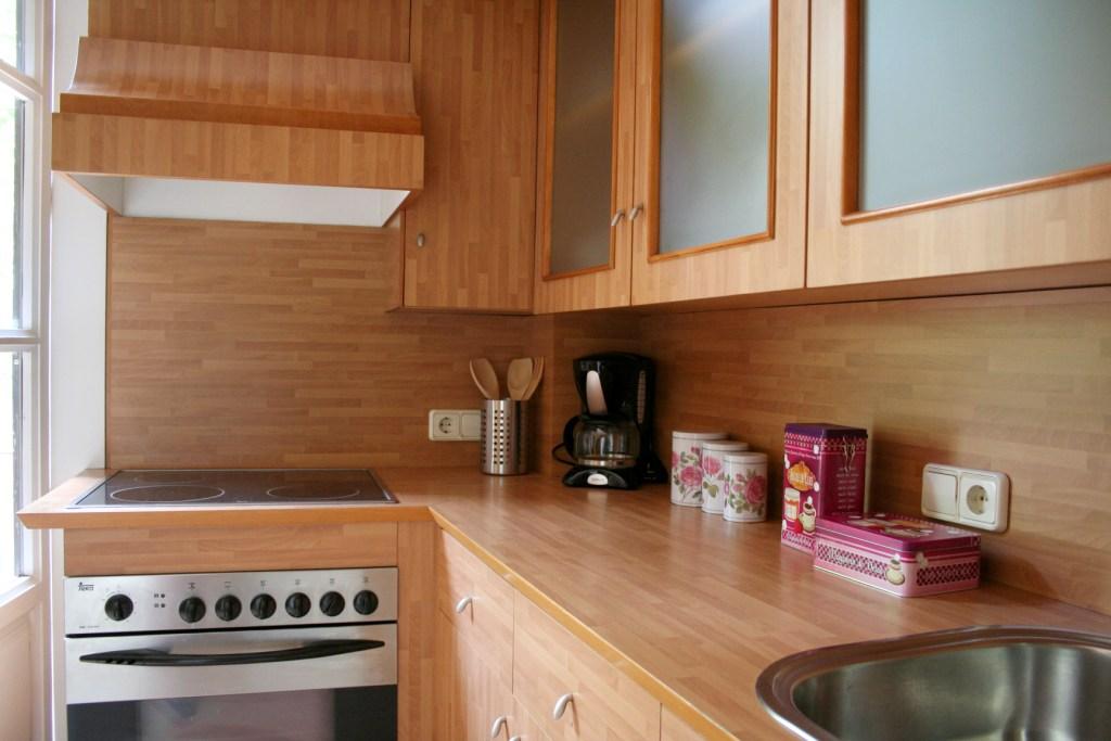 Кухня в американском стиле квартиры в аренду в Готическом квартале