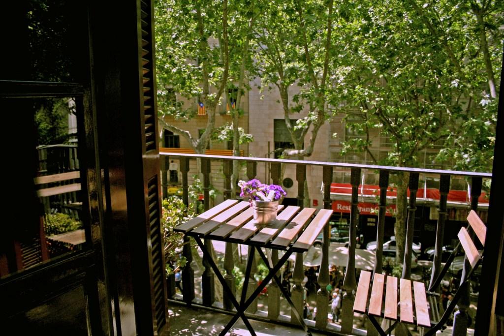 Очаровательная терраса квартиры в аренду в Готическом квартале