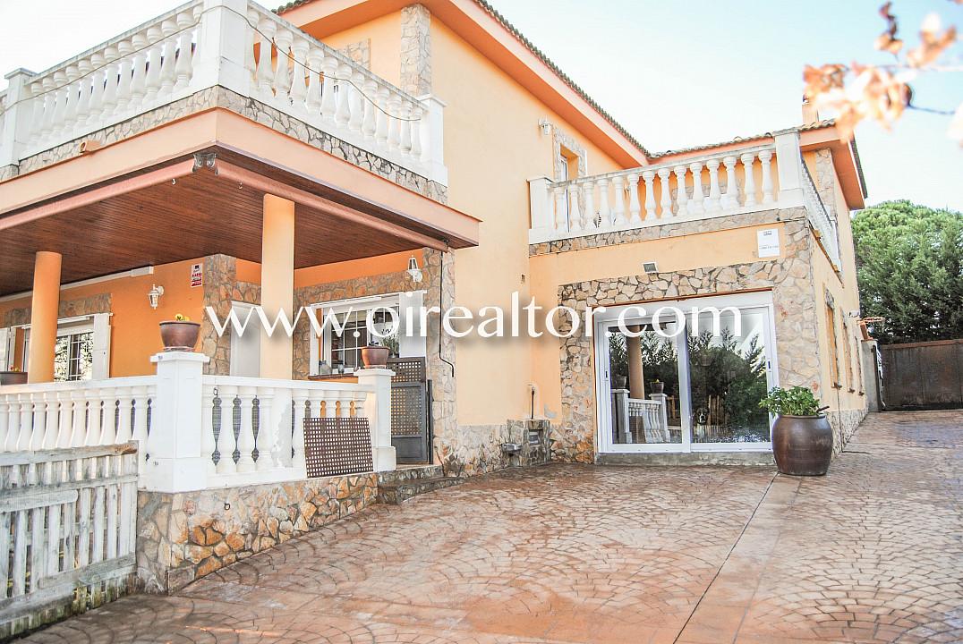 Продается замечательный дом в урбанизации La Goba в Видререс, Жирона