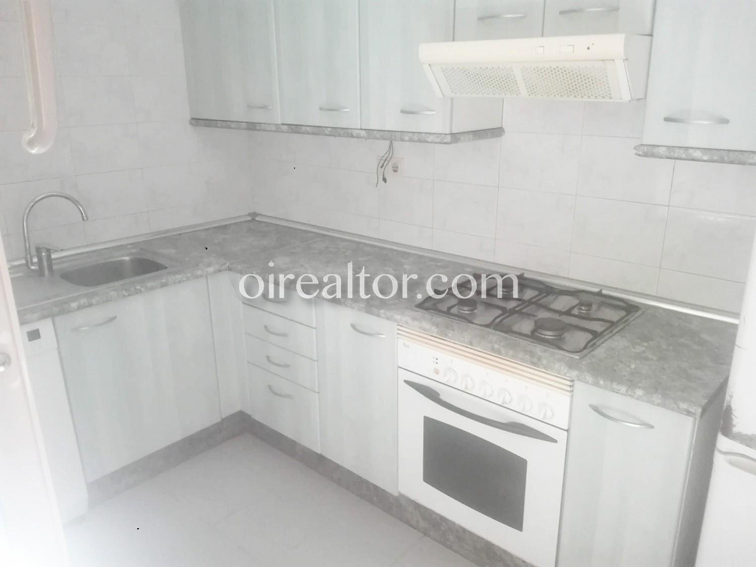 Продается квартира в Побленоу, Барселона.