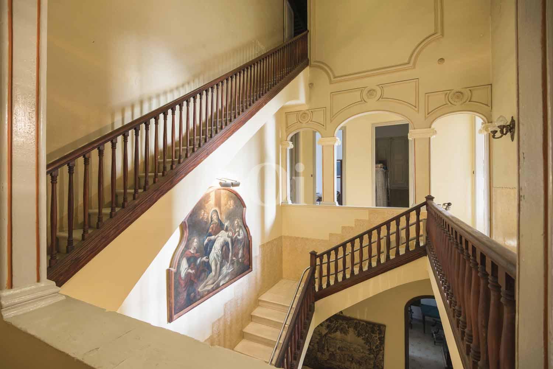 Baños Estilo Neoclasico:Villa en venta catalogada estilo neoclásico en el Maresme