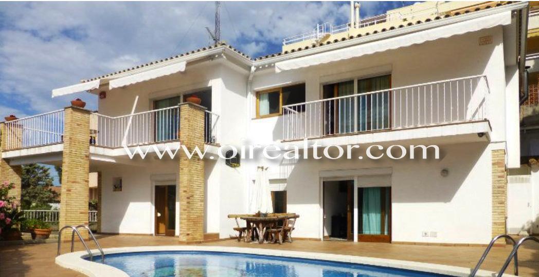 Продается великолепный дом в Тосса де Мар