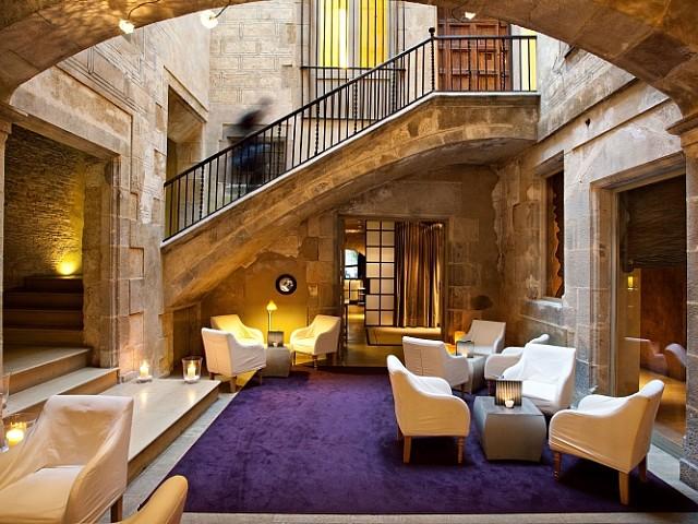 Spektakuläres Barcokgebäude zum Verkauf in Barcleona