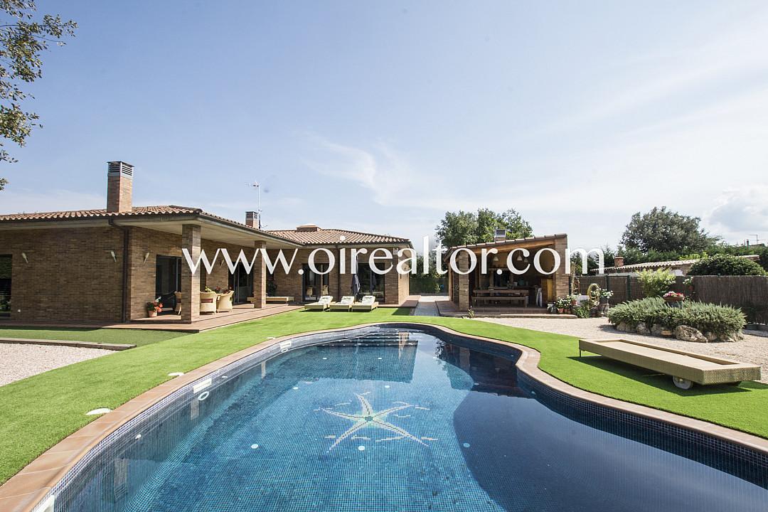 Продается замечательный дом в урбанизации El Llac del Cigne в Caldes de Malavella, Gerona