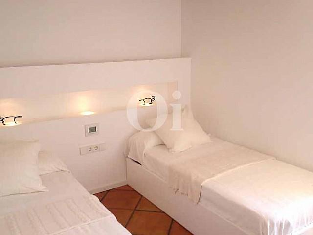 Уютная спальня квартиры на продажу в Ибице