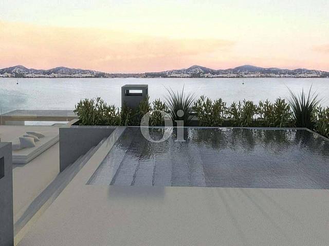 Gran piscina amb fantàstiques vistes al mar