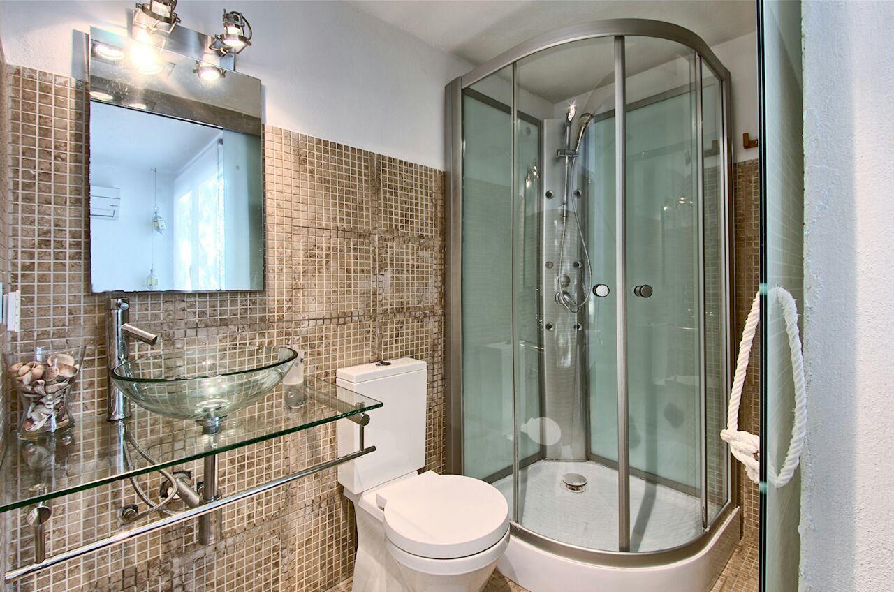 Ванная комната виллы в аренду в Кала Салада