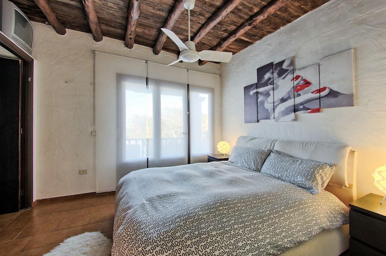 Потрясающая спальня виллы в аренду в Кала Салада