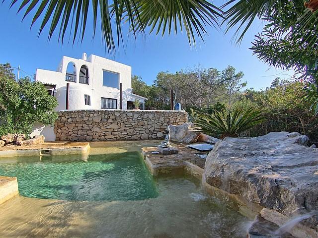 Espectacular villa estilo ibicenco en alquiler en Cala Salada, Ibiza