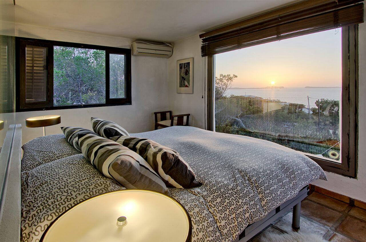Dormitorio 2 con grandes ventanales