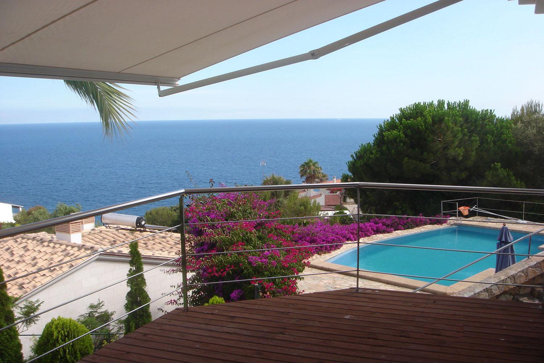 Terrassa amb bones vistes al mar