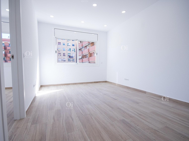 Совершенно новая квартира на продажу в Побленоу, Барселона.