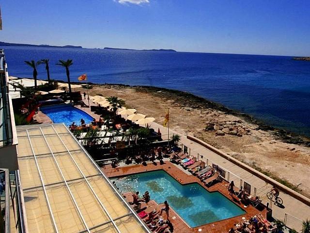 Продается комплекс с апартаментами и Beach Club в Сант Антонио, Ибица