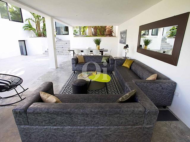 Porche con sofás