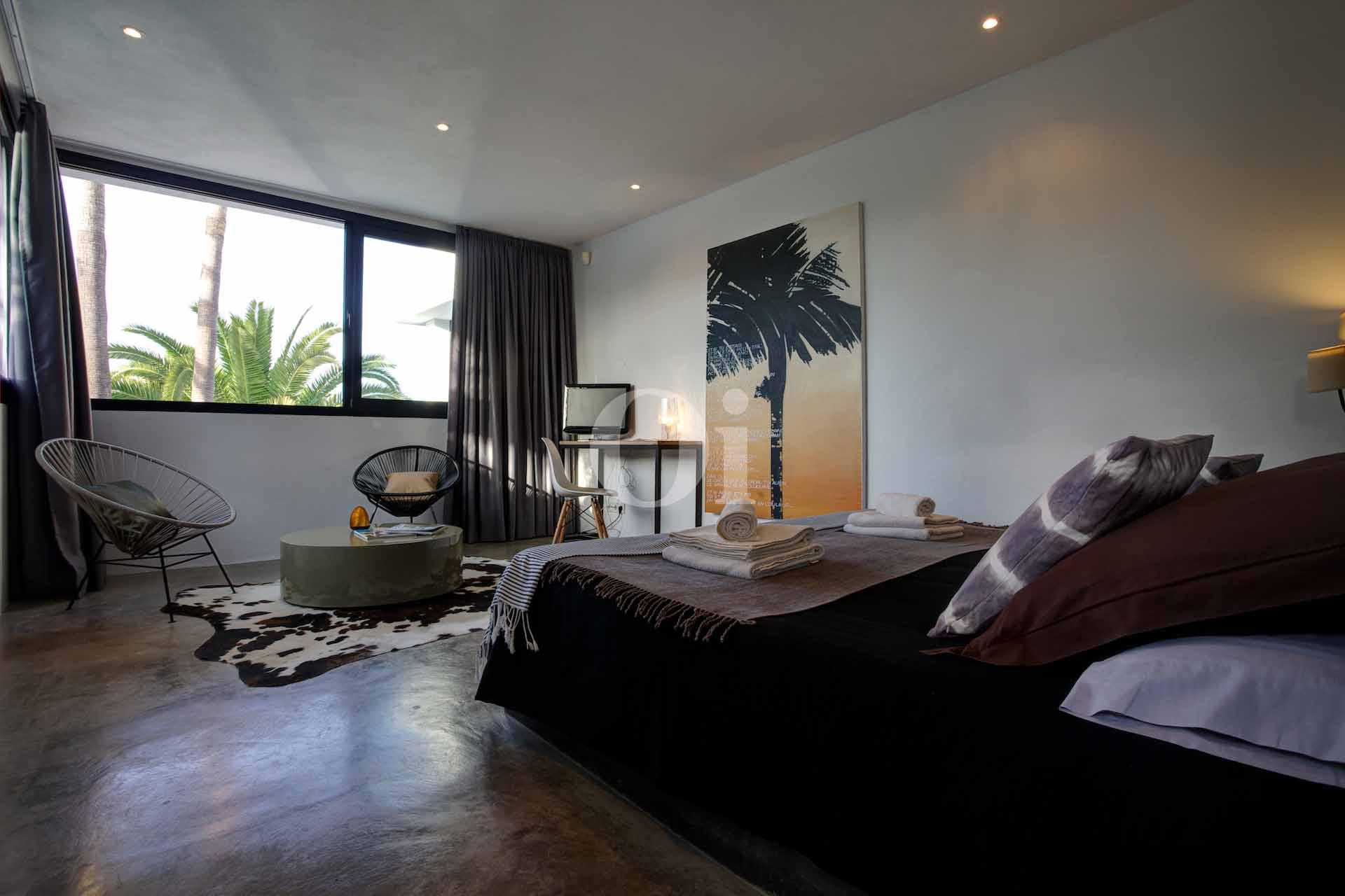 Шикарная спальня виллы на продажу на Ибице