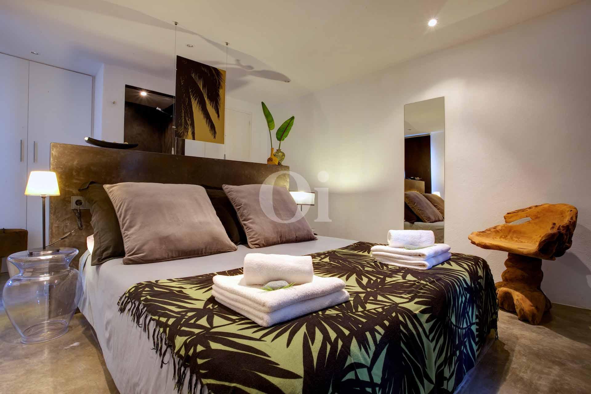 Dormitorio amplio bien iluminado