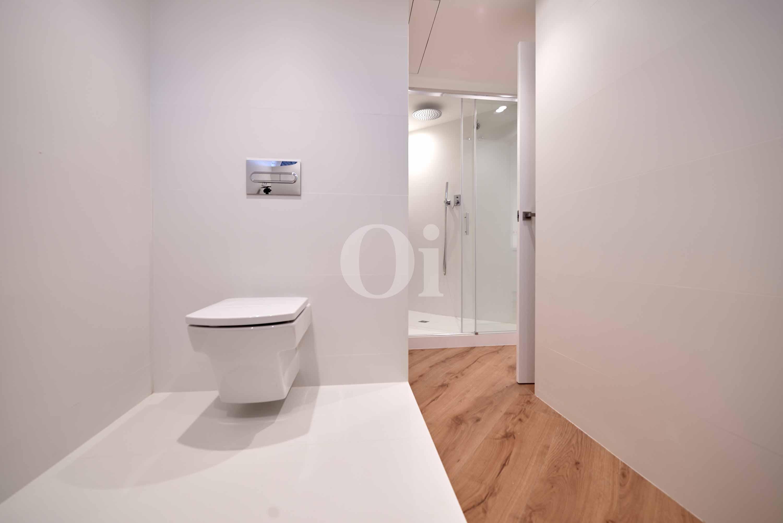 Bany modern amb dutxa