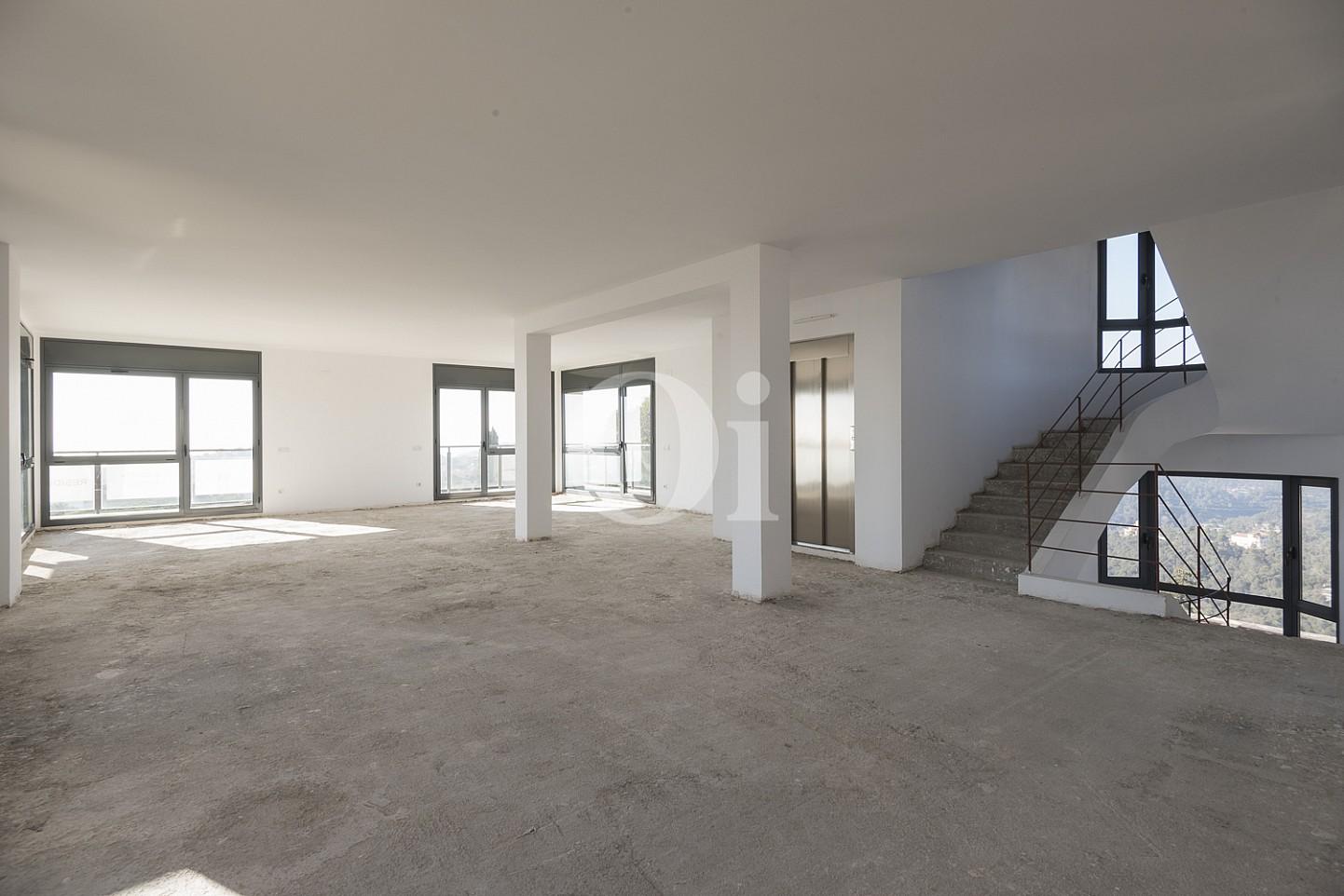 Просторная терраса дома на продажу в Вальвидрера