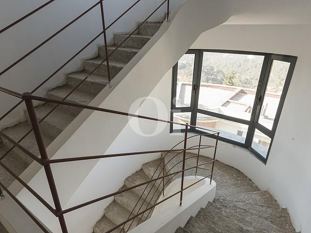 Величественная лестница дома на продажу в Вальвидрера