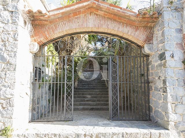 Вход в дом на продажу в Вальвидрера
