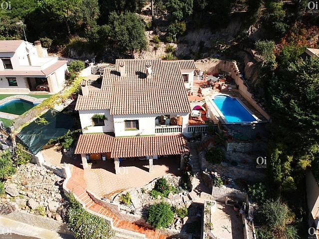 美妙的房子,在洛雷特德马欣赏游泳池和海景。