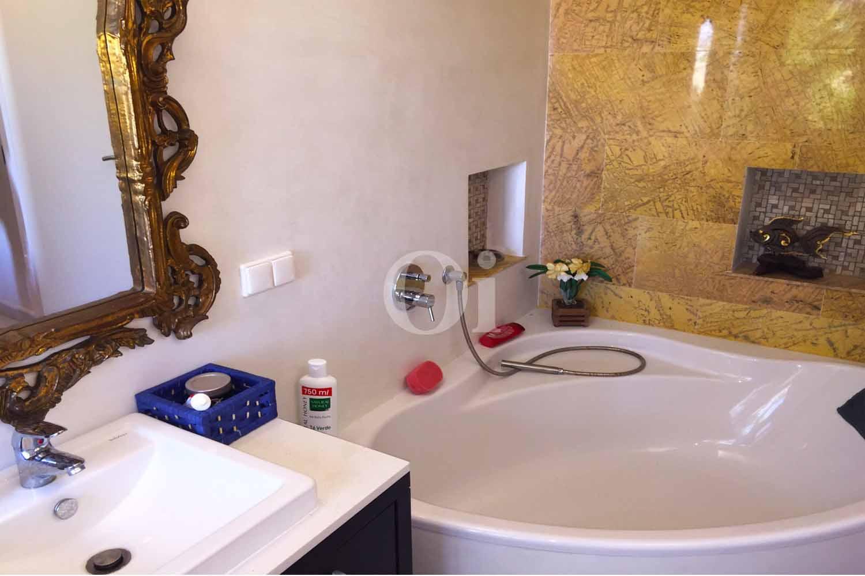 Ванная комната дома на продажу в бухте Таламанка