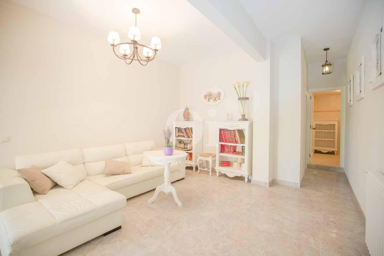 Sala de estar con muy buena iluminación