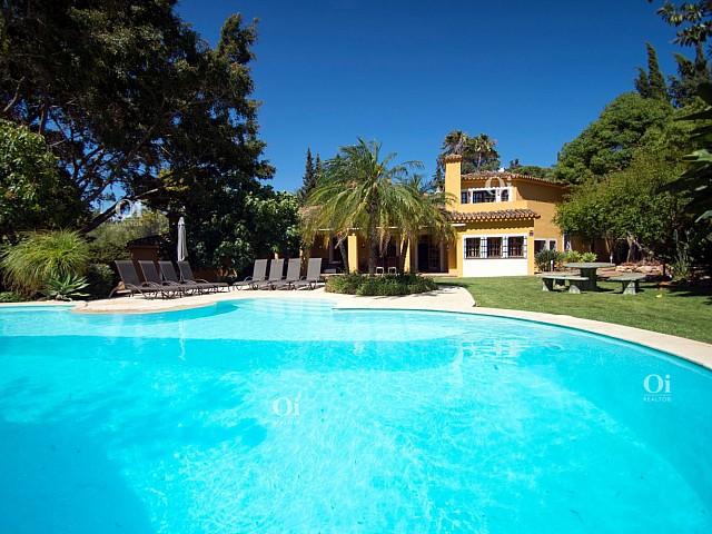 2Villa en venta en El Paraíso, Malaga
