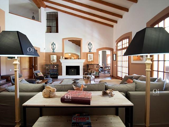 4Villa en venta en El Paraíso, Malaga