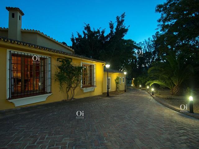 24Villa en venta en El Paraíso, Malaga
