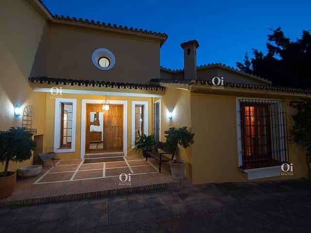 25Villa en venta en El Paraíso, Malaga