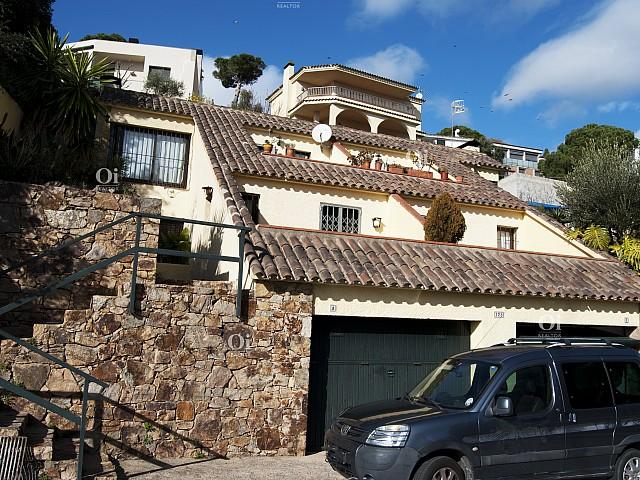 دو خانه بهم متصل برای فروش در شهرسازی معتبر سانتا ماریا دو لورل ، توسا د مار