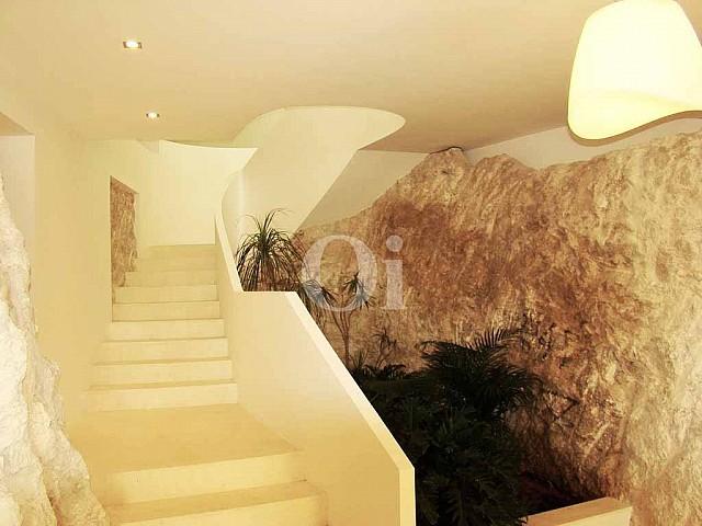 Vistas de las escalera de acceso a las plantas
