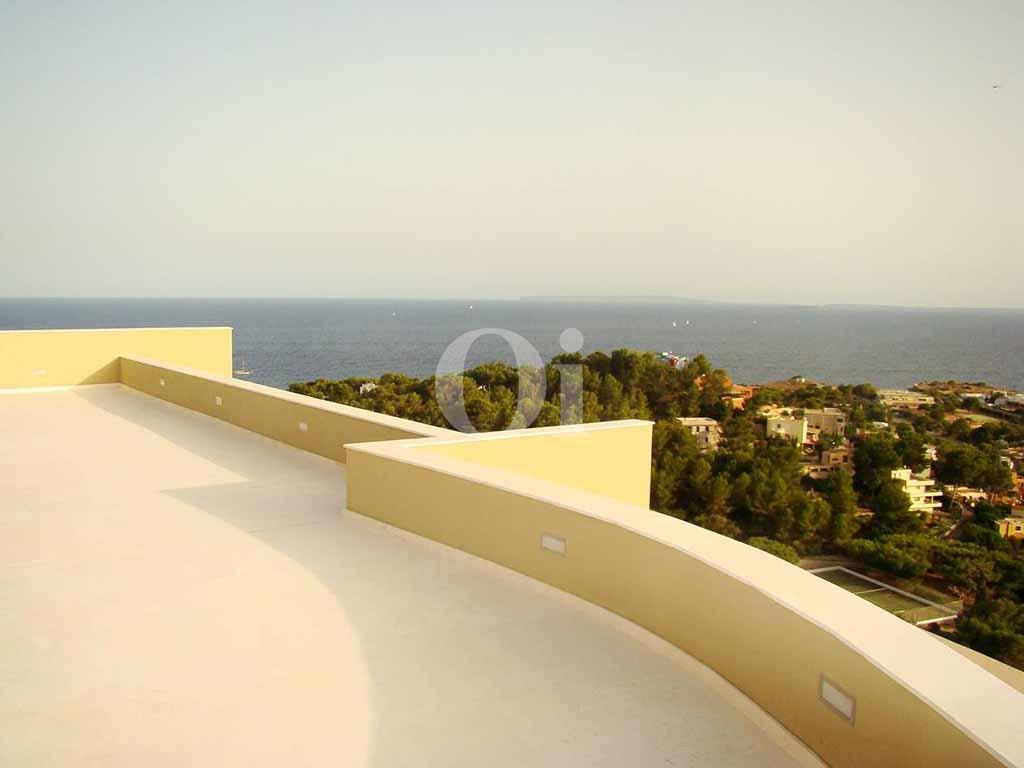 Вид на море с террасы виллы в аренду на Ибице