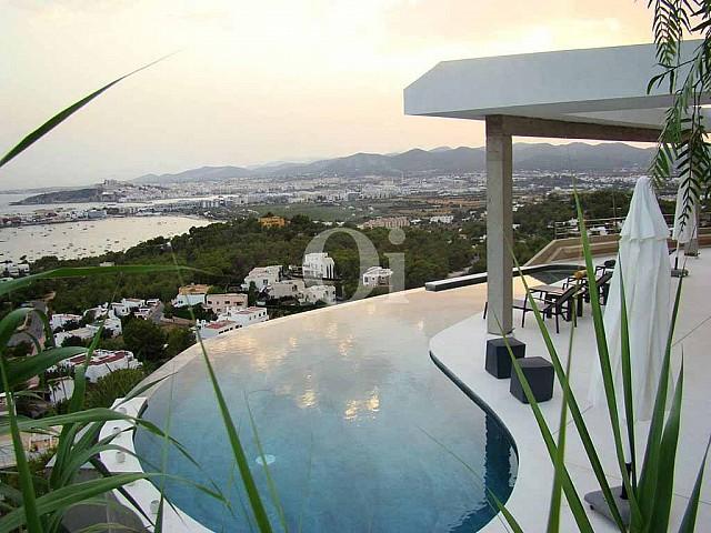 Lloguer d'espectacular vila amb vistes a Eivissa