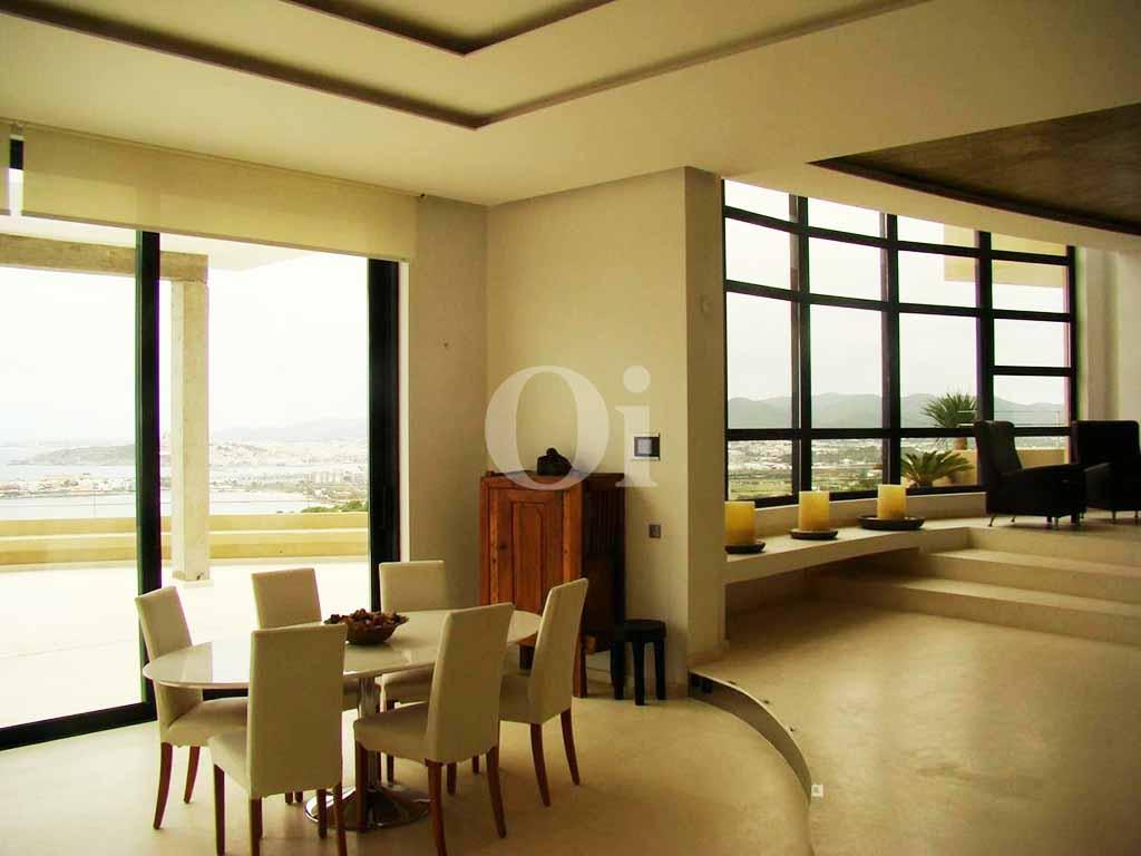 Просторная гостиная виллы в аренду на Ибице