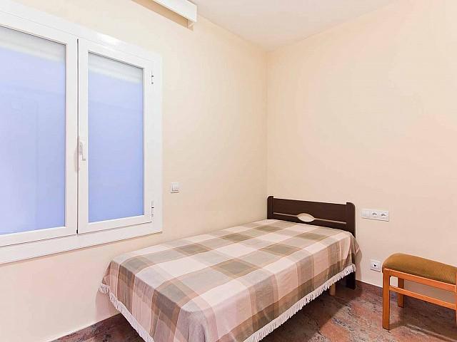 Helles Schlafzimmer in renovierter Wohnung in Fort Pienc zu verkaufen