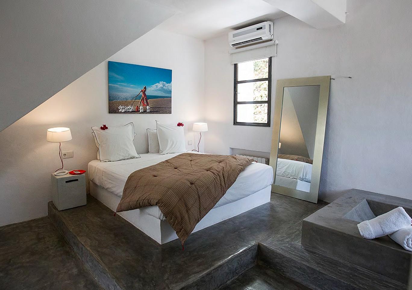 Великолепная спальня виллы в аренду на Ибице