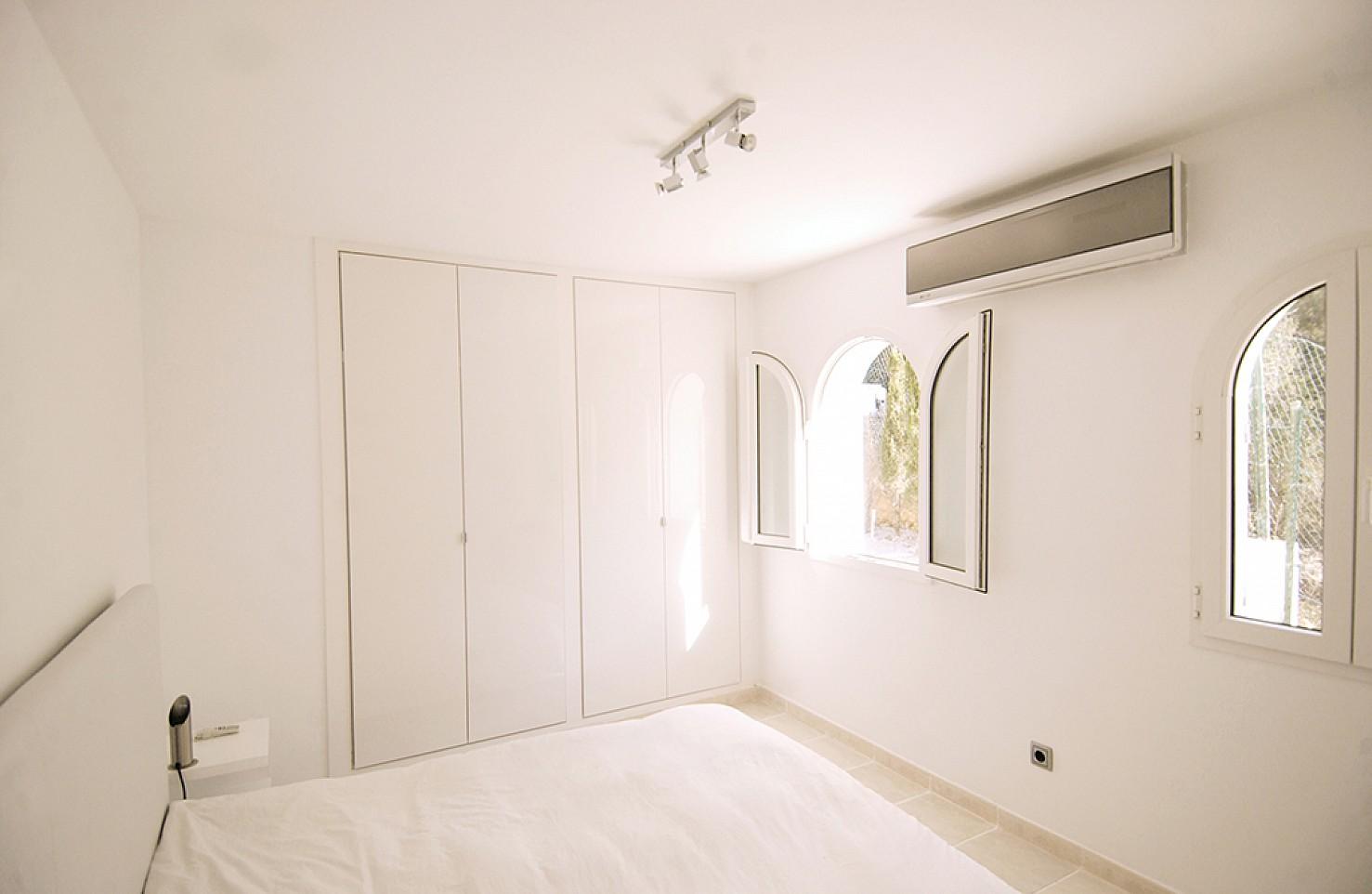 Armarios empotrados en uno de los dormitorios