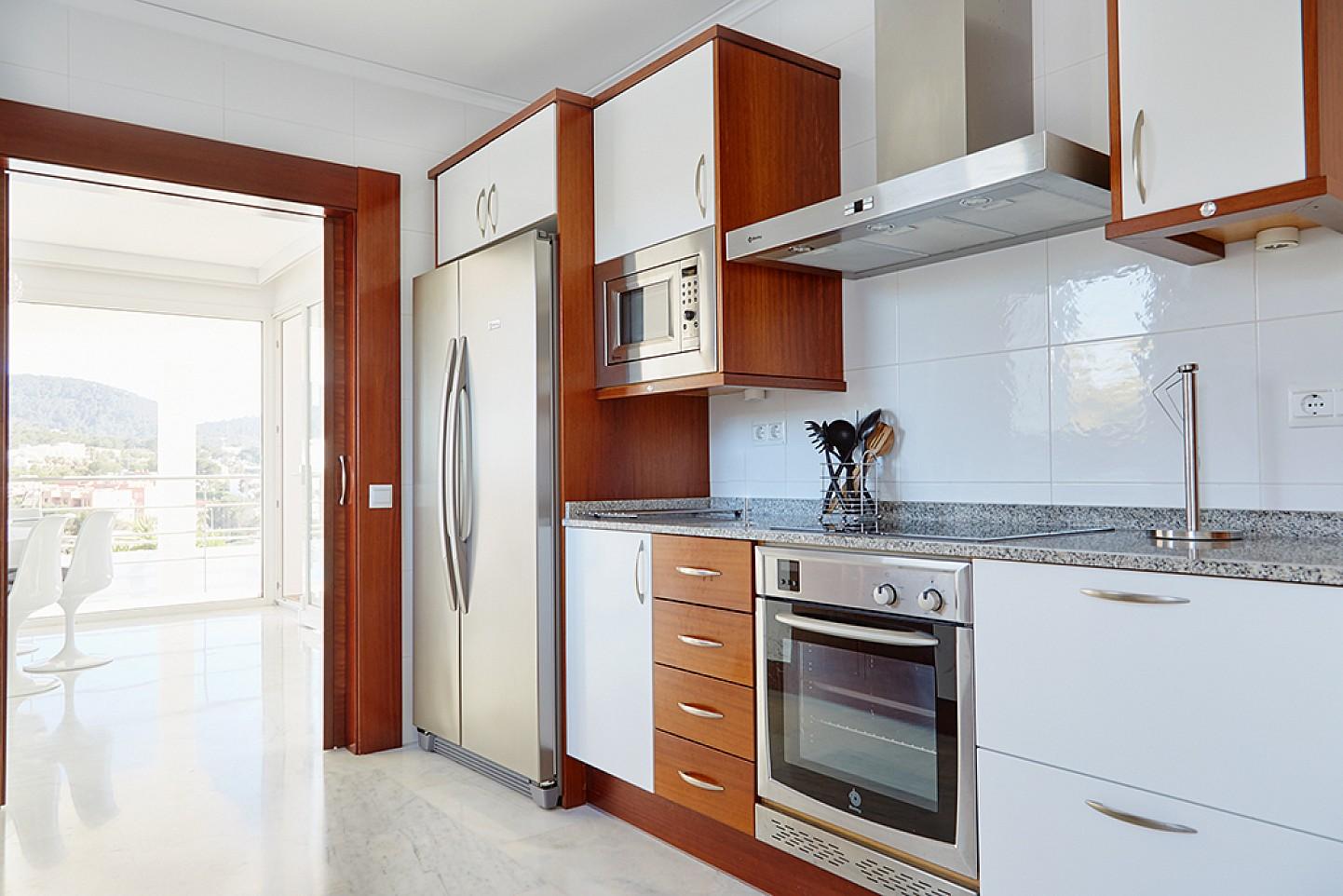Уютная кухня виллы в аренду на Ибице